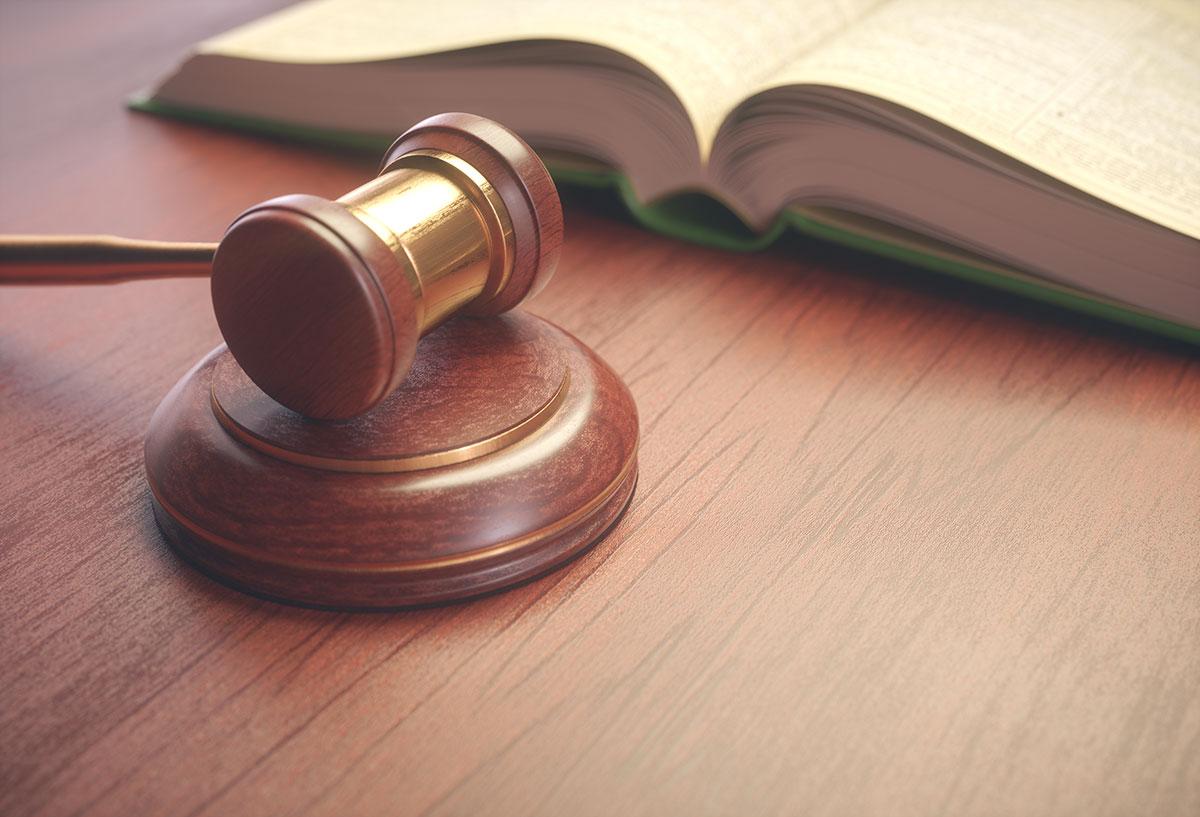 retshammer og lovbog