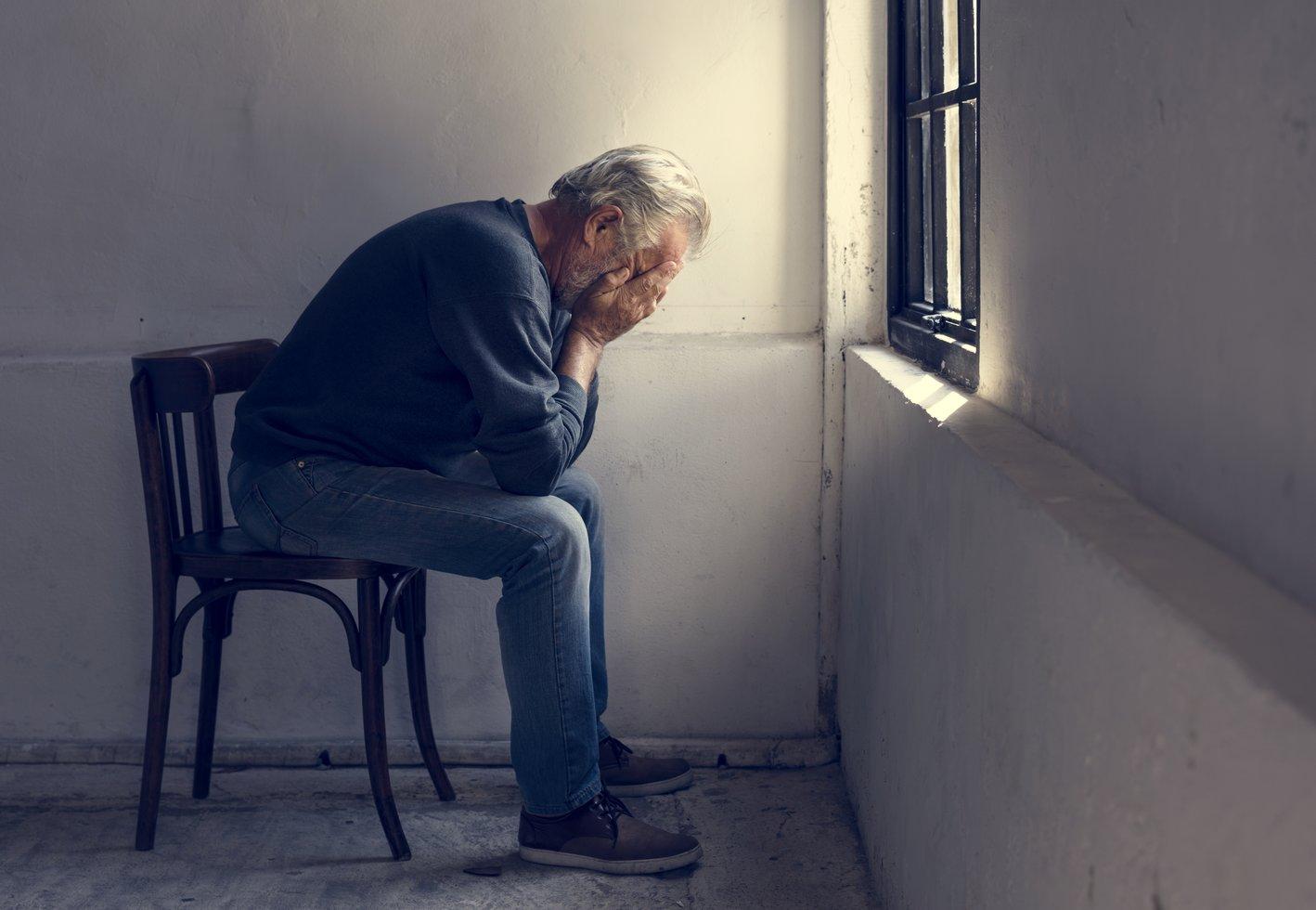 Ældre mand med angst