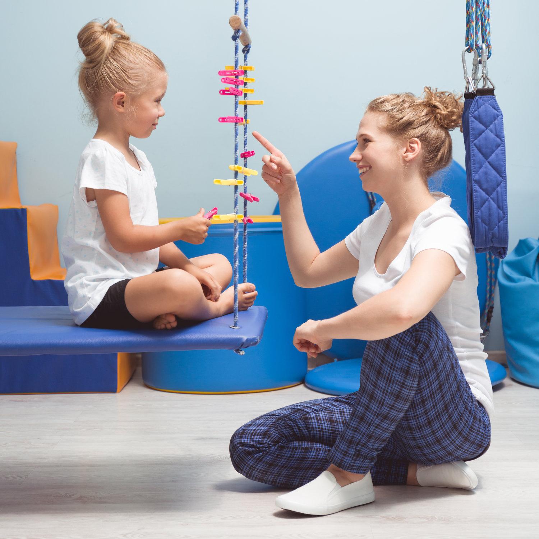Fysiske og mentale aktiviteter for et barn